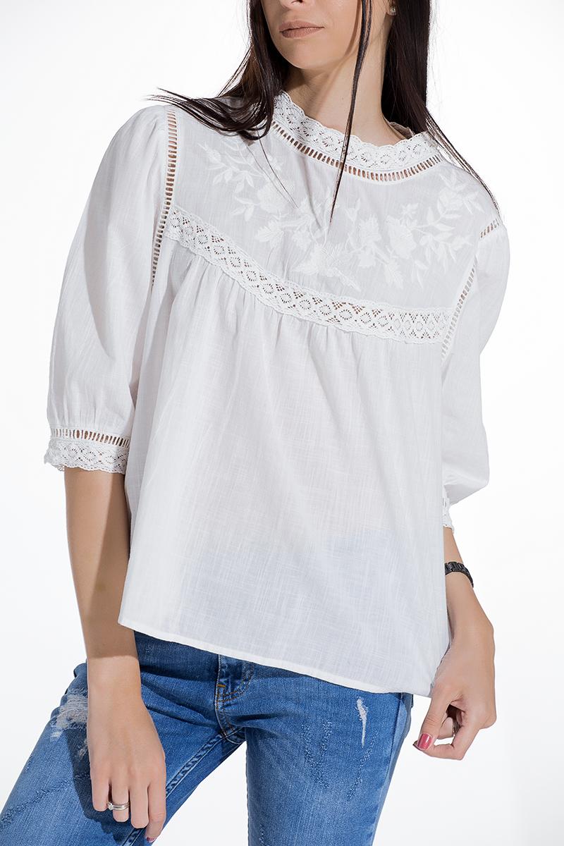 db511aa72ce Дамска блуза от мека материя с бродерия и дантела - Gang.bg